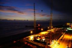 Daytona- Beachfederelementschnuraufregende fahrt nachts lizenzfreie stockbilder