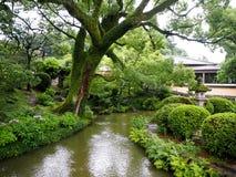 Dazaifu Tenmangu寺庙,下雨季节 免版税图库摄影