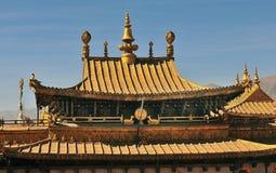 Dazao修道院金黄屋顶在拉萨 图库摄影