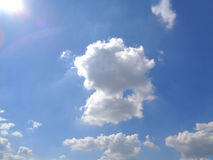 Dazzling Sunny Blue Sky with White Fluffy Cloud Stock Photography