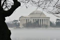 DC Вашингтона - мемориал Jefferson в тумане Стоковое фото RF