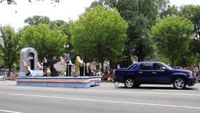 DC Вашингтона, 4-ое июля 2017: Парад на 4-ое июля от округа Колумбия США Вашингтона сток-видео