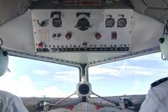 DC3驾驶舱飞行中上面 库存图片