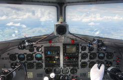 DC3驾驶舱飞行中仪表板视图 库存照片