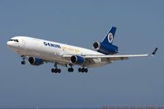 DC-10 da carga na aproximação Imagem de Stock Royalty Free