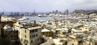 Décalage d'inclinaison de port de Gênes Photos stock