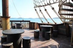 Däcket av ett piratkopieraskepp Arkivbild