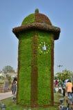 Décoration de tour d'horloge avec des fleurs Images libres de droits