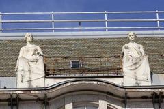 Décoration sur le toit du palais antique Photos stock