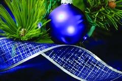 Décorations bleues d'arbre de Noël Photographie stock