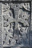 Découpage en pierre - croix chrétienne avec les créatures mythiques, Arménie Photo libre de droits