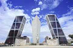 de倾斜马德里puerta塔的europa 库存图片