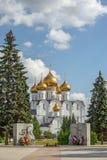 ¡ De Ð athedral et mémorial de guerre dans Yaroslavl Russie Photographie stock
