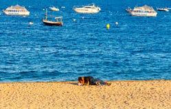de 3月tossa 海滩的嬉皮 库存照片