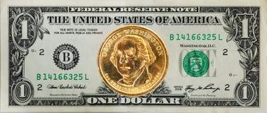 De $1 dollarrekening met het dollarmuntstuk op de bovenkant Royalty-vrije Stock Afbeelding