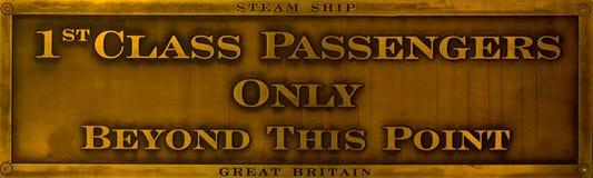 de 1st Passagiers van de Klasse slechts - het Teken van het Messing Stock Foto's