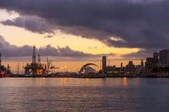 日落在圣克鲁斯de特内里费岛 库存图片