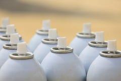 De aërosol in de industriebaan, smeermiddel kan voor de industriebaan, kan de kleur binnen en bespuitend of schilderend aan kunst stock afbeeldingen