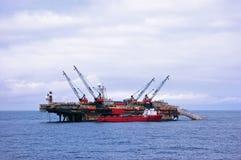 De aak die van het aanleggen van pijpleidingen in Noordzee werkt Stock Fotografie