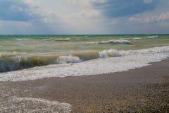 De aan wal gerolde golven Stock Foto