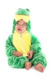 De aanbiddelijke babyjongen kleedde zich als kikker stock foto