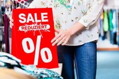 De aanbiedingsbanner van de kledingsverkoop stock afbeelding