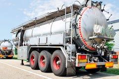 De aanhangwagen van de vrachtwagen met brandstofcontainer Royalty-vrije Stock Afbeelding