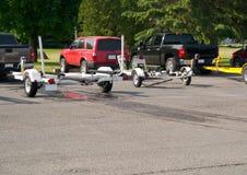 De Aanhangwagens van de boot in parkeerterrein Stock Foto's