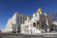 De Aankondigingskathedraal van Moskou het Kremlin op een Zonnige de winterdag royalty-vrije stock foto