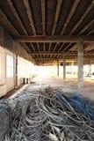 De aanleg van kabelnetten voor kringloop in bureau remodelleert Stock Fotografie