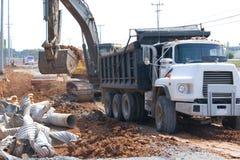 De aanleg van wegen stock afbeeldingen