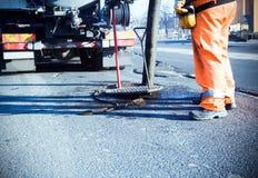 De aanleg van wegen en arbeiders Royalty-vrije Stock Afbeeldingen