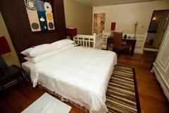 De aanpassing van de slaapkamer met een Engelse reeksbadkamers. royalty-vrije stock foto