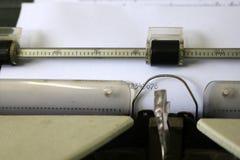 De aantallen op het document van een schrijfmachine Stock Foto's