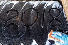 2018 de aantallen worden geschreven op de schuimoppervlakte Royalty-vrije Stock Fotografie
