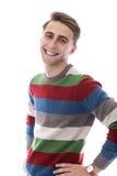 De aantrekkelijke gelukkige kerel met varkenshaar heeft brede glimlach stock foto