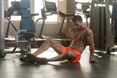 De aantrekkelijke Jonge Modeloefening van Resting In Gym Afther stock foto