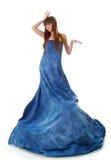 De aantrekkingskrachtvrouw van de elegantie in blauwe kleding Royalty-vrije Stock Afbeeldingen