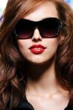 De aantrekkingskrachtvrouw van de schoonheid met rode lippenstift Stock Foto