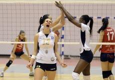 De aanval van het vrouwenvolleyball Royalty-vrije Stock Afbeelding