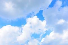 De aard van Blauwe hemel met wolk in de ochtend Stock Afbeelding