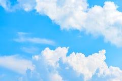 De aard van Blauwe hemel met wolk in de ochtend royalty-vrije stock afbeelding