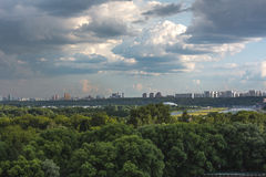 De aard van Moskou, wolken, hemel Stock Foto