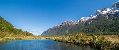 De aard van spiegelmeer, Nieuw Zeeland Royalty-vrije Stock Afbeeldingen