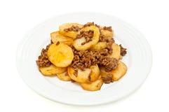 De aardappels worden gekookt die met hakken vlees fijn Stock Fotografie