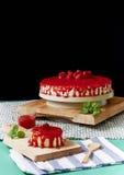 De aardbei omfloerst cake Royalty-vrije Stock Afbeeldingen