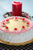 De Aardbei van de verjaardag en de Cake van de Room Royalty-vrije Stock Fotografie
