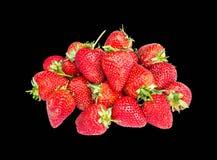 De aardbeien isoleerden zwarte achtergrond Royalty-vrije Stock Foto's