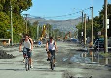 De Aardbeving van Christchurch - Fietsers in de Weg van Heuvels Stock Fotografie