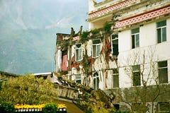 De aardbevingsplaats in Xuan Kou-lage school stock afbeeldingen